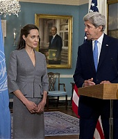 Angelina Jolie 04