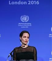 Angelina Jolie 02