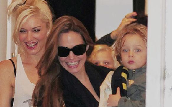 Angelina Jolie envia presente para Gwen Stefani