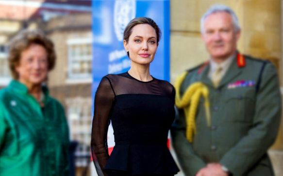 Em meio ao divórcio, Jolie escreve artigo sobre a violência sexual