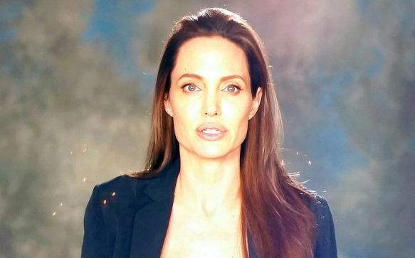 Jolie aparece em mensagem de vídeo durante evento
