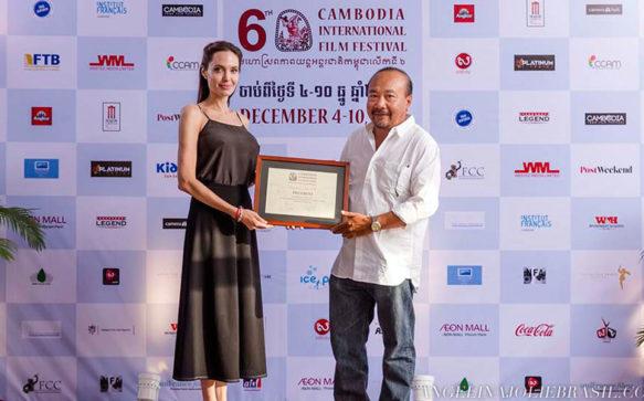 Jolie será Patrona do Festival Internacional de Cinema do Camboja
