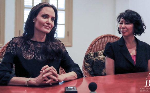 Angelina Jolie concede entrevista à radio cambojana