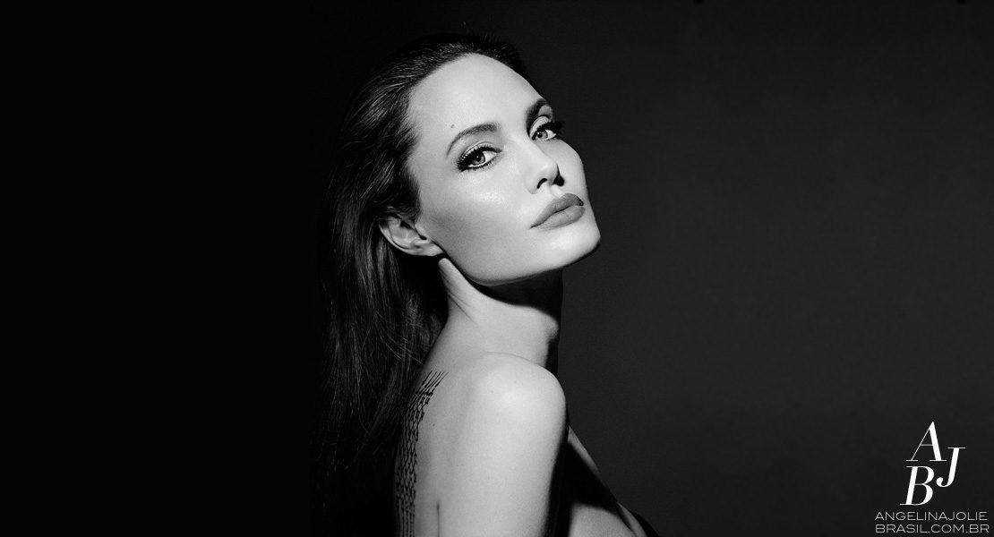 Angelina Jolie imortalizada em 3D para a Guerlain