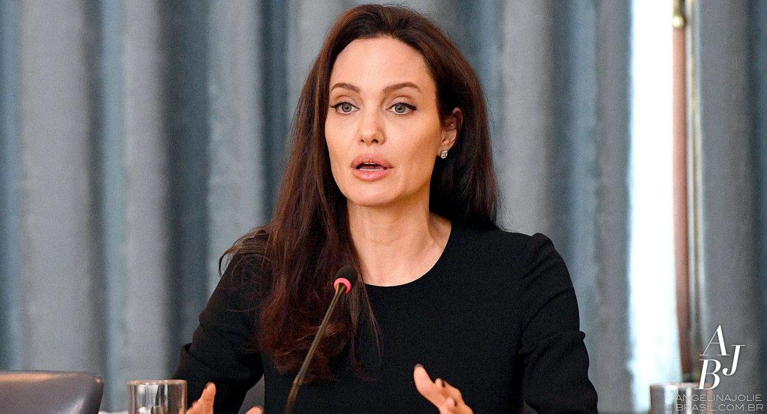 Jolie celebra aniversário de iniciativa contra violência sexual