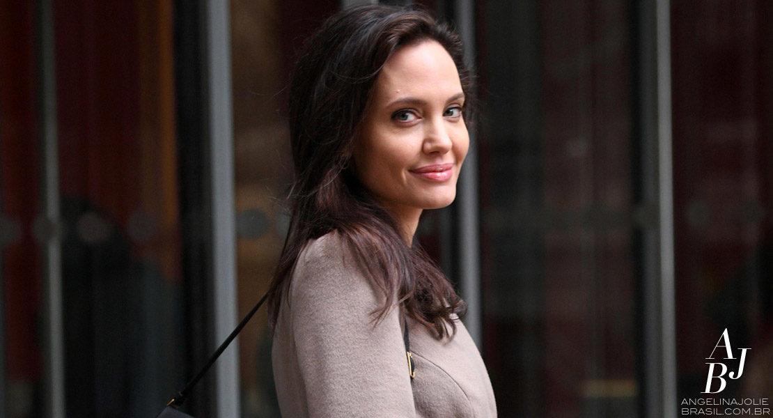 Como professora, Jolie dá sua primeira palestra em Londres