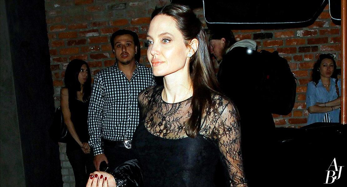Angelina Jolie comemora o Dia das Mães em Los Angeles